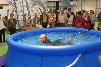 piscine trainer natation statique sur place en petit