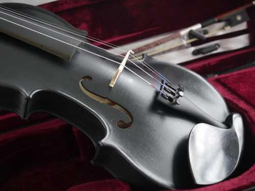 violon noir peint main