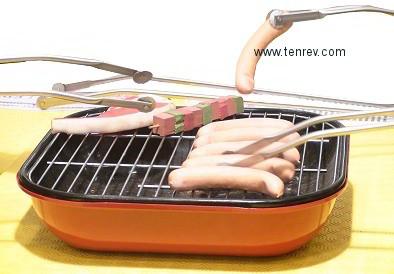 lot de 3 pinces barbecue � roulettes pour retourner les saucisses tailles 50 , 42 , 32 cm