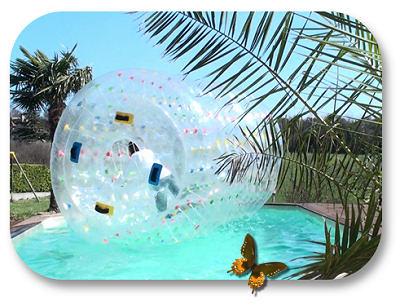 ROULEAU gonflable pour marcher sur l'eau diam�tre 2,1 m�tres x 3 m�tres de long